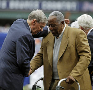 Photo - Commissioner of Major League Baseball Bud Selig, left, talks with Hank Aaron during a ceremony celebrating the 40th anniversary of Aaron's 715th home run before the start of a baseball game between the Atlanta Braves and the New York Mets, Tuesday, April 8, 2014, in Atlanta. (AP Photo/David Goldman)