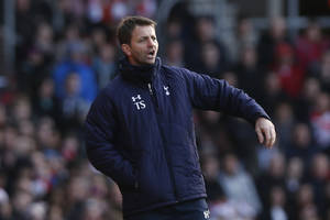 Photo - Tottenham Hotspur's caretaker manager Tim Sherwood calls out to his players during their English Premier League soccer match against Southampton at St Mary's stadium, Southampton, England, Sunday, Dec. 22, 2013. (AP Photo/Sang Tan)
