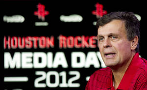 Photo -   Houston Rockets head coach Kevin McHale answers questions during their NBA basketball media day, Monday, Oct. 1, 2012, in Houston. (AP Photo/Houston Chronicle, Brett Coomer) MANDATORY CREDIT
