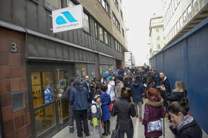 Photo - Jobseekers swarm around a Stockholm office for Sweden's national jobs agency in central Stockholm, Wednesday Feb. 26, 2014, after 61,000 people accidentally were invited to a meeting instead of 1,400. (AP Photo/TT News Agency, Bertil Enevag Ericson)    SWEDEN OUT