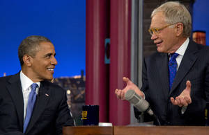 "Photo -   President Barack Obama talks with David Letterman on the set of the ""Late Show With David Letterman"" at the Ed Sullivan Theater, Tuesday, Sept. 18, 2012, in New York. (AP Photo/Carolyn Kaster)"