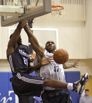 Photo - Oklahoma City Thunder's Latavious Williams (21) dunks the ball over Philadelphia 76ers' Cedric Simmons (17) during the first half of an NBA summer league basketball game in Orlando, Fla., Wednesday, July 7, 2010. (AP Photo/John Raoux)