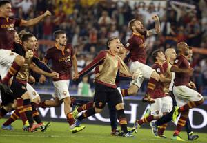 Photo - AS Roma's players celebrate at the end of a Serie A soccer match between AS Roma and Napoli in Rome's Olympic stadium, Friday, Oct. 18, 2013. AS Roma beat Napoli 2-0.  (AP Photo/Gregorio Borgia)