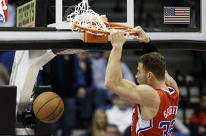 photo - Los Angeles Clippers&#039; Blake Griffin dunks in the first half of an NBA basketball game against the Minnesota Timberwolves Wednesday, Jan. 30, 2013 in Minneapolis. (AP Photo/Jim Mone)