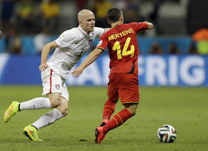Photo - United States' Michael Bradley, left, tries to keep up with Belgium's Dries Mertens during the World Cup round of 16 soccer match between Belgium and the USA at the Arena Fonte Nova in Salvador, Brazil, Tuesday, July 1, 2014. (AP Photo/Natacha Pisarenko)