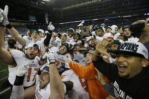 Photo - The Bowling Green team celebrate their win in an NCAA college football game against Northern Illinois at the Mid-American Conference championship in Detroit, Friday, Dec. 6, 2013. Bowling Green defeated Northern Illinois 47-27. (AP Photo/Carlos Osorio)