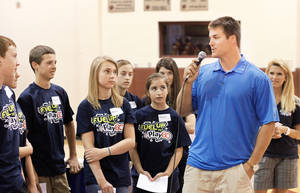 Photo - Chris Chamberlain, a member of the St. Louis Rams football team, answers  questions from students in Cashion on Tuesday.  Photo by Jim Beckel, The Oklahoman