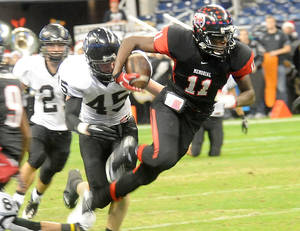 Photo - OSU commitment Jhajuan Seales runs for yardage in a game during the 2011 season. PHOTO COURTESY BEAUMONT ENTERPRISE <strong>TAMMY MCKINLEY</strong>