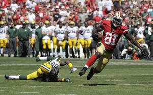 Photo - San Francisco 49ers wide receiver Anquan Boldin (81) scores on a 10-yard touchdown reception against past Green Bay Packers defensive back Jerron McMillian (22) during the second quarter of an NFL football game in San Francisco, Sunday, Sept. 8, 2013. (AP Photo/Marcio Jose Sanchez)