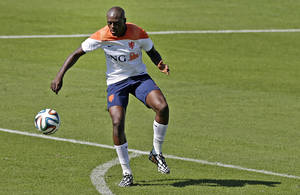 Photo - Bruno Martins Indi of the Netherlands kicks the ball during a training session in Rio de Janeiro, Brazil, Tuesday, June 24, 2014. Netherlands will play Group A runner-up Mexico in the second round on Sunday in Fortaleza. (AP Photo/Wong Maye-E)