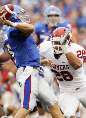Photo - OU linebacker Travis Lewis pressures Kansas quarterback Todd Reesing during last year's game. PHOTO BY NATE BILLINGS, THE OKLAHOMAN