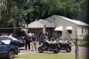 Photo - HOUSE EXTERIOR / SHOOTING SCENE / SHOOTING DEATH: Officers around a house where a fatal shooting occurred Friday, May 18, 2012 in the 1400 block of Maple Drive of Midwest City. Photo by Bryan Vanassche.