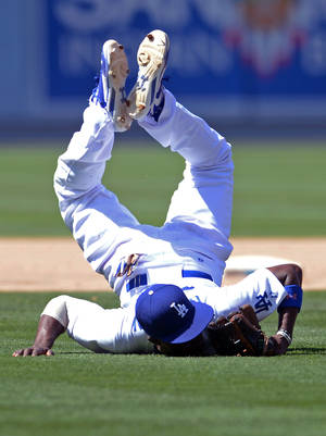 Photo - Los Angeles Dodgers' Dee Gordon lands on his face after making a play and throwing out Arizona Diamondbacks' Tony Campana at first base in the eighth inning in of a baseball game, Sunday, June 15, 2014, in Los Angeles. (AP Photo/Jayne Kamin-Oncea)