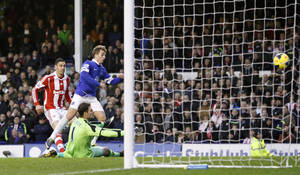 Photo - Everton's Gerard Deulofeu, right, scores his side's first goal of the game during their English Premier League soccer match against Stoke City at Goodison Park, Liverpool, England, Saturday, Nov. 30, 2013. (AP Photo/Peter Byrne, PA Wire)  UNITED KINGDOM OUT  -  NO SALES  -  NO ARCHIVES