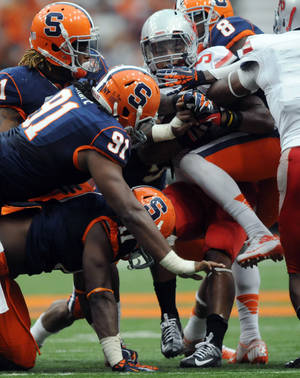 photo -   Stony Brook's Miguel Maysonet (5) drives against Syracuse during an NCAA college football game, Saturday, Sept. 15, 2012, in Syracuse, N.Y. (AP Photo/The Post-Standard, Frank Ordonez) NO SALES; MAGS OUT; TV OUT; ARCHIVE OUT