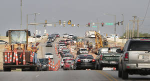 Photo - A water line construction project is slowing traffic on Hefner Road just east of Hefner Parkway.  Photo By David McDaniel, The Oklahoman