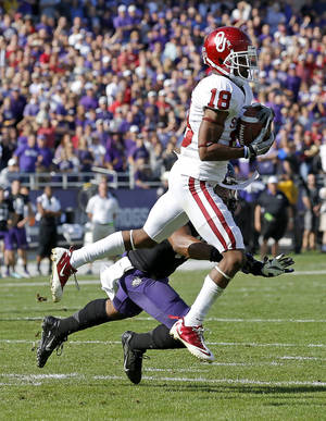 Photo - Oklahoma's Jalen Saunders (18) catches a touchdown pass in front of TCU's Sam Carter (17) during a college football game between the University of Oklahoma Sooners (OU) and the Texas Christian University Horned Frogs (TCU) at Amon G. Carter Stadium in Fort Worth, Texas, Saturday, Dec. 1, 2012. Photo by Bryan Terry, The Oklahoman