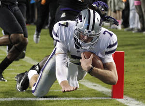 Photo -   Kansas State quarterback Collin Klein (7) scores a touchdown against TCU during the third quarter of an NCAA college football game, Saturday, Nov. 10, 2012, in Fort Worth, Texas. (AP Photo/LM Otero)