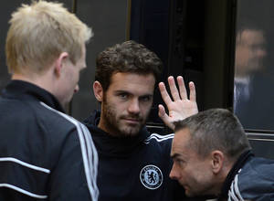Photo - Juan Manuel Mata from Chelsea greets bystanders at a hotel in Prague, Thursday, Aug. 29, 2013. FC Chelsea faces FC Bayern Munich in Super Cup soccer match on Friday Aug. 30.  (AP Photo,CTK/Roman Vondrous)   SLOVAKIA OUT