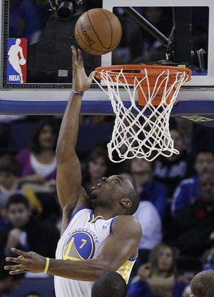 photo -   Golden State Warriors' Carl Landry scores against the during the first half of an NBA basketball game against the Atlanta Hawks Wednesday, Nov. 14, 2012, in Oakland, Calif. (AP Photo/Ben Margot)
