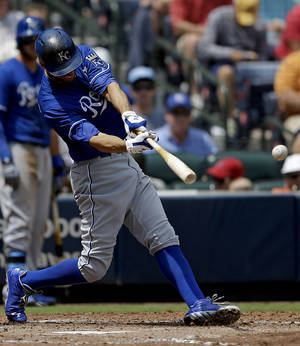 Photo - Kansas City Royals' Jeff Francoeur hits a single to score teammate Alcides Escobar, not pictured, in the fourth inning of a baseball game against the Atlanta Braves, Wednesday, April 17, 2013, in Atlanta. (AP Photo/David Goldman)