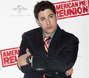 Photo -   FILE - In this April 16, 2012, file photo, Jason Biggs poses for photographers in London. Biggs is getting some flak for his vulgar tweets, but the actor doesn't seem to mind. Last week, he got into some trouble for tweeting about the wives of the republican presidential candidates. (AP Photo/Jonathan Short, File)