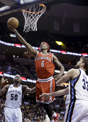 Photo - Milwaukee Bucks' Marquis Daniels (6) goes to the basket between Memphis Grizzlies' Marc Gasol (33), of Spain, and Marreese Speights (5) during the first half of an NBA basketball game in Memphis, Tenn., Wednesday, Dec. 19, 2012. (AP Photo/Danny Johnston)