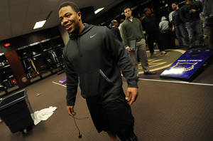 Photo - Baltimore Ravens running back Ray Rice walks into the locker room as the team cleans out their lockers Monday, Dec. 30, 2013 in Owings Mills, Md.(AP Photo/Gail Burton)