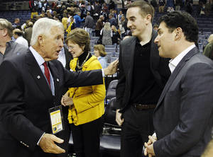 Photo -   Former Memphis Grizzlies majority owner Michael Heisley, left, greets new Grizzlies chairman Robert J. Pera, center, and new CEO Jason Levien following an NBA basketball game between the Grizzlies and the Utah Jazz, Monday, Nov. 5, 2012, in Memphis, Tenn. The Grizzlies won 103-94. (AP Photo/Lance Murphey)