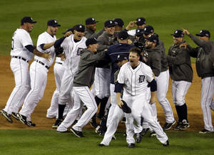 Photo -   Detroit Tigers' Phil Coke and teammates celebrate after winning Game 4 of the American League championship series against the New York Yankees Thursday, Oct. 18, 2012, in Detroit. The move on to the World Series. (AP Photo/Darron Cummings)