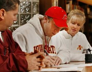 Photo - Beau  Blankenship signs a letter of intent to play college football at Iowa State as his parents Charlie and Cynthia watch at Norman North High School in Norman, Okla. on Wednesday, Feb. 4, 2009. Photo by Steve Sisney