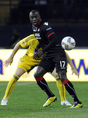 photo - FILE - In this Sept. 29, 2011, file photo, AZ Alkmaar's Jozy Altidore (17) challenges an unidentified FC Metalist Kharkiv player for the ball during their UEFA Europa League group stage  soccer match Group G in Kharkiv, Ukraine. Altidore broke Clint Dempsey's record for most goals by an American in a European club season, scoring his 24th on Sunday, March 3, 2013, in AZ Alkmaar's 2-1 loss at RKC Waalwijk in the Dutch Eridivisie. (AP Photo/Sergei Chuzavkov, file)