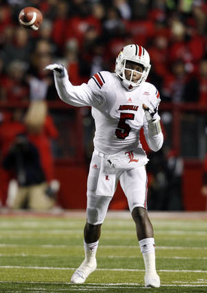 Photo - Louisville quarterback Teddy Bridgewater (5) throws a pass during the second half of an NCAA college football game against Rutgers in Piscataway, N.J., Thursday, Nov. 29, 2012. Louisville won 20-17. (AP Photo/Mel Evans)