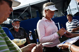 photo -   **ADDS FORT MYERS OUT** Spectators crowd around LPGA pro Suzann Pettersen for autographs day two of pro-am action at the CME Group Titleholders on Wednesday Nov. 14, 2012 at Twin Eagles Golf Club in Naples, Fla. (AP Photo/ Naples Daily News,Scott McIntyre)  