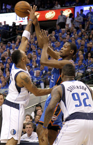 Photo - Oklahoma City's Kevin Durant (35) passes the ball from between Shawn Marion (0) of Dallas  and DeShawn Stevenson (92) during game 5 of the Western Conference Finals in the NBA basketball playoffs between the Dallas Mavericks and the Oklahoma City Thunder at American Airlines Center in Dallas, Wednesday, May 25, 2011. Photo by Bryan Terry, The Oklahoman