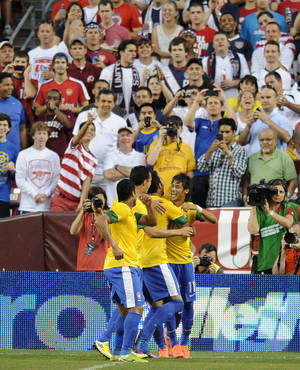 Photo -   Brazil's Neymar (11) celebrates his goal against the United States during the first half of an international friendly soccer game on Wednesday, May 30, 2012, in Landover, Md. (AP Photo/Nick Wass)
