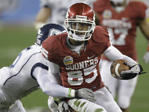 Photo - Oklahoma receiver Ryan Broyles has set several receiving records during his career in Norman. AP PHOTO