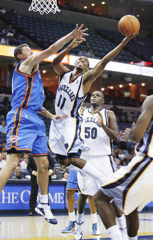 Photo - Forward Ryan Bowen, left, is fighting with three other players for the Thunder's 15th and final roster spot. His hustle and energy might earn him the job. AP PHOTO