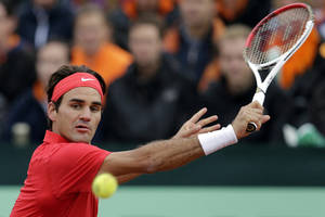 Photo -   Roger Federer of Switzerland returns a ball to Thiemo de Bakker of the Netherlands, during the first single of the Davis Cup World Group Play-off round match between the Netherlands and Switzerland, in Amsterdam, Netherlands, Friday, Sept. 14, 2012. (AP Photo/Keystone, Salvatore Di Nolfi)