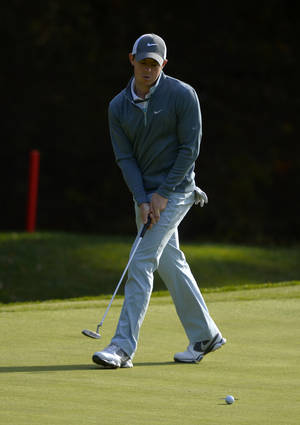 Photo - Rory McIlroy, of Northern Ireland, puts on the ninth hole during the final round of the Northwestern Mutual World Challenge golf tournament at Sherwood Country Club, Sunday, Dec. 8, 2013, in Thousand Oaks, Calif. (AP Photo/Mark J. Terrill)