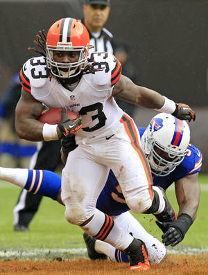 photo -   Cleveland Browns running back Trent Richardson (33) escapes a tackle by Buffalo Bills linebacker Mario Williams in the first quarter of an NFL football game Sunday, Sept. 23, 2012, in Cleveland. (AP Photo/Tony Dejak)