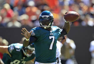 Photo -   Philadelphia Eagles quarterback Michael Vick throws in the first quarter of an NFL football game against the Cleveland Browns, Sunday, Sept. 9, 2012, in Cleveland. (AP Photo/Tony Dejak)
