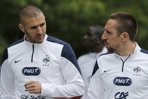 Photo - France's Karim Benzema, left, and Franck Ribery arrive for a training session at the Clairefontaine training center, outside Paris, Thursday, May 29, 2014. France are preparing for the upcoming soccer World Cup in Brazil starting on 12 June. (AP Photo/Christophe Ena)