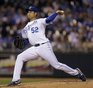 Photo -   Kansas City Royals starting pitcher Bruce Chen throws during the second inning of a baseball game against the Chicago White Sox Wednesday, Sept. 19, 2012, in Kansas City, Mo. (AP Photo/Charlie Riedel)