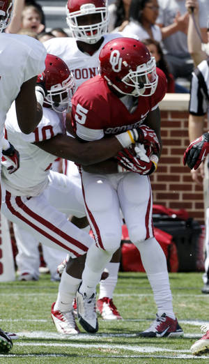 Photo - Durron Neal (5) scores on a pass during the annual Spring Football Game at Gaylord Family-Oklahoma Memorial Stadium in Norman, Okla., on Saturday, April 13, 2013. Photo by Steve Sisney, The Oklahoman