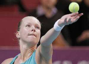 photo - Kiki Bertens of the Netherlands prepares to serve to Sara Errani of Italy during the semifinal match of the 21st Gaz de France WTA Open 2013 tennis tournament at Coubertin stadium, in Paris, Saturday, Feb. 2, 2013. (AP Photo/Francois Mori)