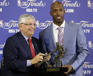 Photo - NBA Commissioner David Stern, left, presents Chauncey Billups of the L.A. Clippers with the 2012-2013 Twyman-Stokes Teammate of the Year Award before the start of Game 2 of the NBA Finals basketball game between the Miami Heat and the San Antonio Spurs, Sunday, June 9, 2013 in Miami. The newly created NBA award recognizes the league's ideal teammate. Billups was selected by a panel of 12 NBA legends. (AP Photo/Wilfredo Lee)