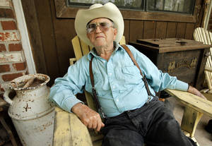 Photo - Ray Waldron, of Noble, who will turn 89 in July, is the oldest participant in the annual trail ride that commemorates Oklahoma's 1889 Land Run.  OKLAHOMAN ARCHIVES PHOTO