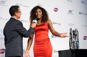 Photo -   In this late Sunday, Oct. 21, 2012 photo Serena Williams of USA poses for the official photo of the TEB BNP Paribas WTA Championships in Istanbul, Turkey.(AP Photo)