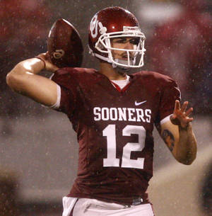 Photo - OU quarterback Landry Jones will start against Miami on Saturday. There was speculation that last year's Heisman Trophy winner, Sam Bradford, would make his return from a shoulder injury. PHOTO BY CHRIS LANDSBERGER, The Oklahoman.